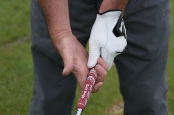 Best Way to Grip a Golf Club