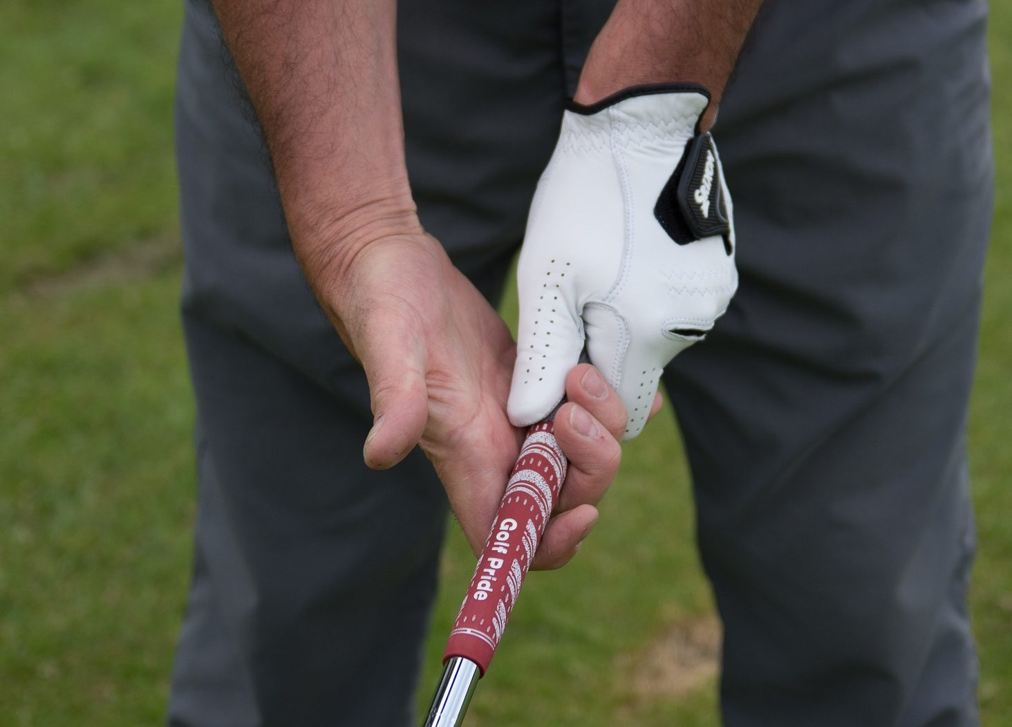 Best Way to Grip a Golf Club